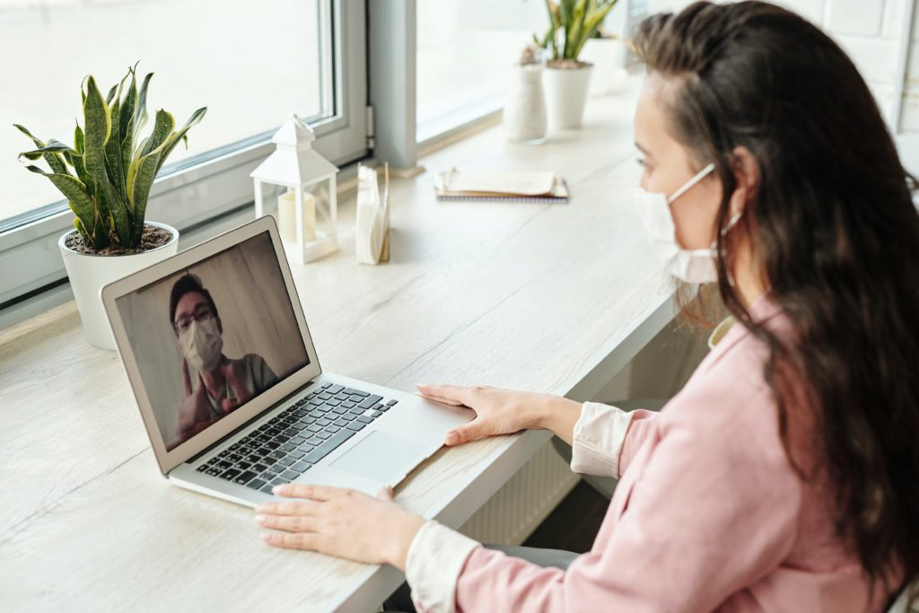 woman on pc with face mask